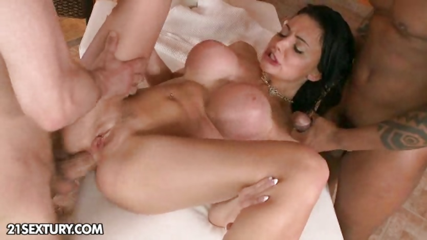 boys making the girls horny pussy squirt